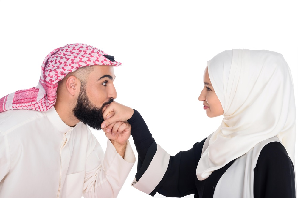 Kissing in Dubai